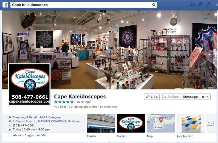 Ảnh bìa chụp nội thất rực rỡ của cửa hàng Cape Kaleidoscopes ở Mashpee, MA